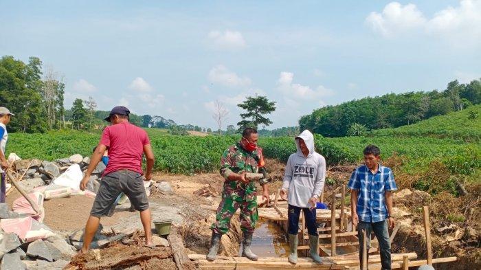 Pra TMMD Kodim 0426 Tuba Lampung Bangun Gorong-gorong di Kampung Gunung Tapa