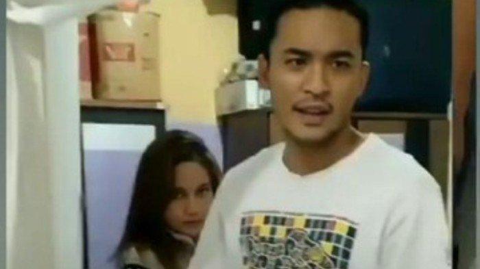 Pengakuan Suami saat Tertangkap Kamera Sedang Selingkuh dengan Pramugari di Kamar