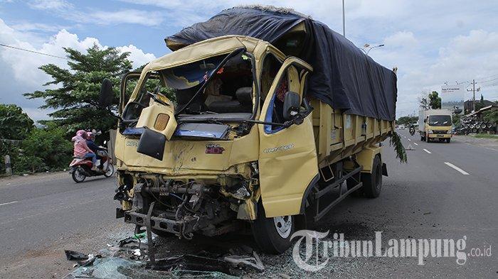 Kronologi Kecelakaan Maut di Lampung Timur, Mobil Boks Sempat Oleng Sebelum Tabrak Truk