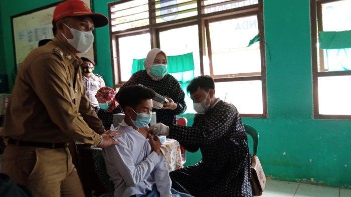 Bupati Lampung Barat Tinjau Vaksinasi Covid-19 di SMA Negeri 1 Sekincau