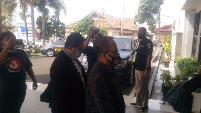 BREAKING NEWS Dampingi Artis Vernita Syabilla, Kuasa Hukum Sudah Tiba di Polresta Bandar Lampung