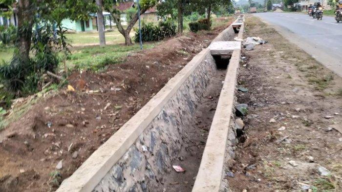 Proyek Drainase Pemerintah Pusat di Banjar Agung Tulangbawang Dikomplain Warga
