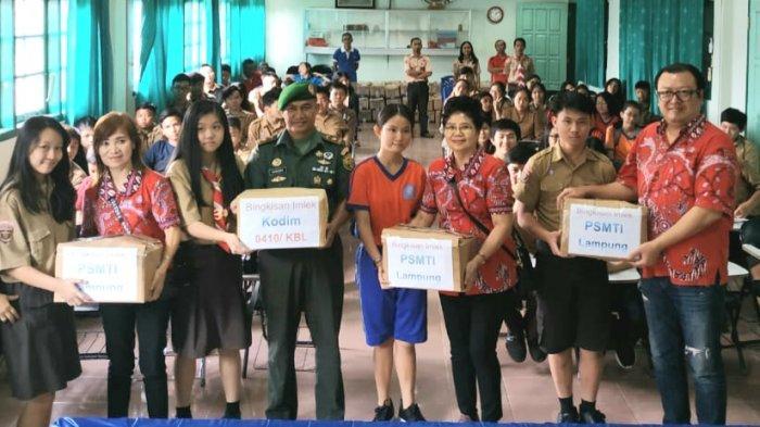 PSMTI Provinsi Lampung Bagikan 200 Bingkisan Imlek kepada Warga Tak Mampu dan Lanjut Usia