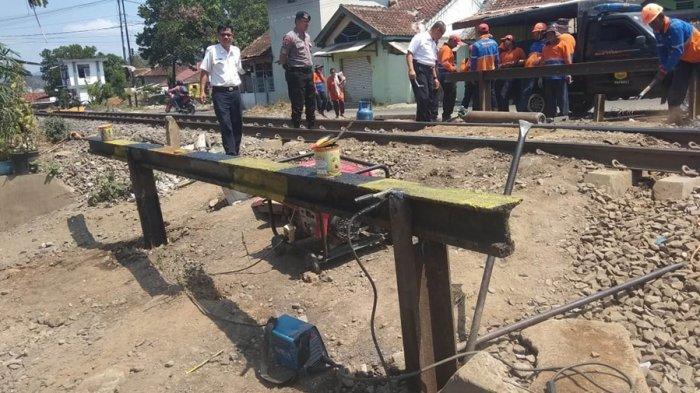 PT KAI Divre IV Tanjung Karang Tutup Perlintasan Kereta Api di kelurahan Jagabaya 2