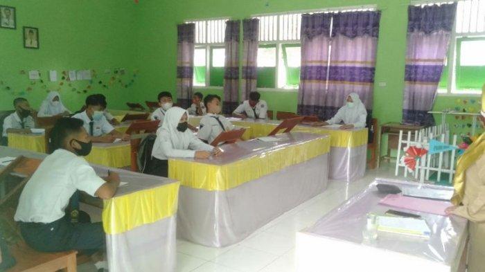 PTM Perdana di Tulangbawang Lampung Dimulai Hari Ini, Siswa Sejak Pagi Sudah Datang ke Sekolah