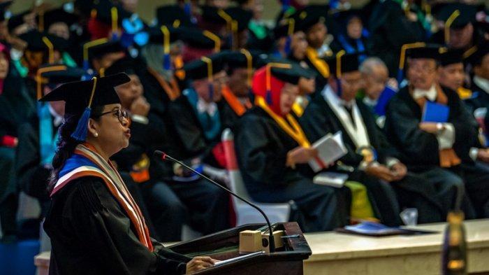 Puan Maharani Teteskan Air Mata Raih Gelar Doktor Honoris Pertama