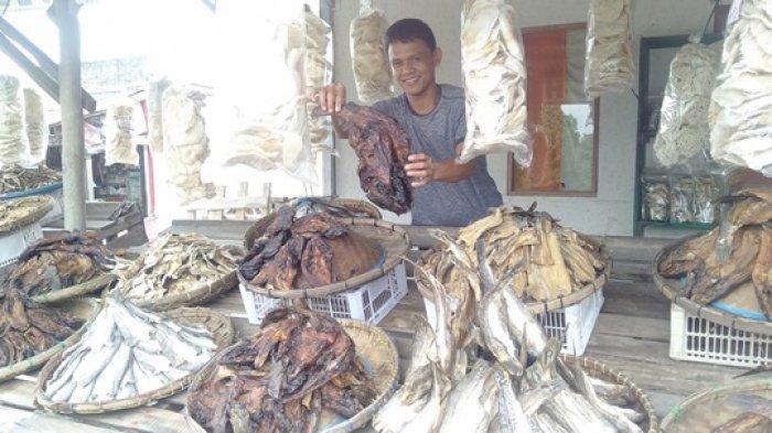 Pusat Oleh-oleh Cakat Raya Menggala Sajikan Ikan Asap Baung