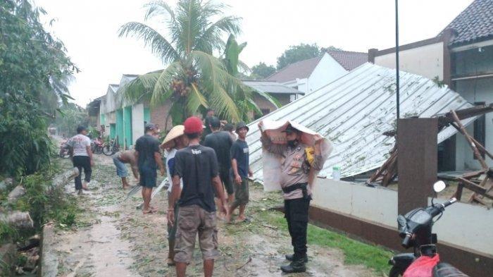 Korban Puting Beliung di Lampung Tengah: Atap Rumah seperti Terbang