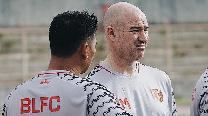 Rafael Berges Pimpin Latihan Hari Kedua Skuat Badak Lampung di Stadion Sumpah Pemuda