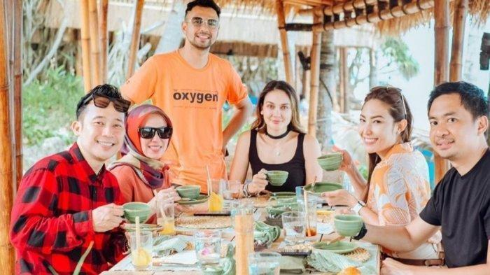 Raffi Ahmad Bawa Gisel dan Artis Lainnya Liburan ke Sumba