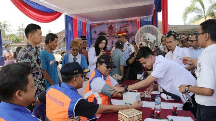 Gubernur Arinal Tinjau Pengobatan Gratis dengan Rail Clinic