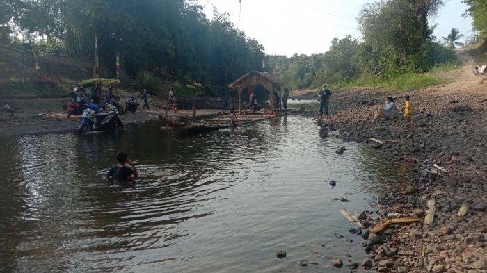 Warga Hilir Bendungan Way Sekampung Lampung Berharap Pemerintah Bangun Jembatan Permanen