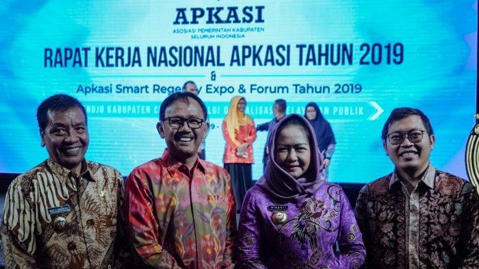 Bupati Pesibar Hadiri Acara Rapat Kerja Nasional Aplikasi Smart Regency Expo & Forum tahun 2019