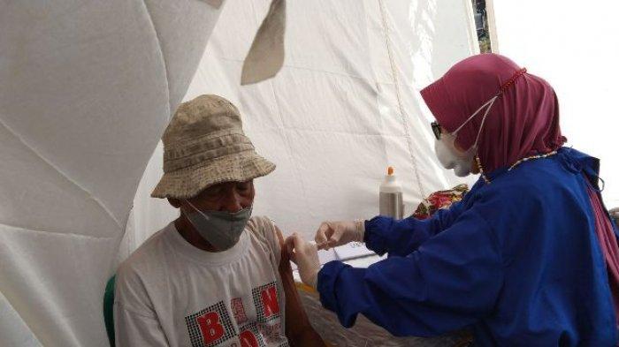 Reaksi Pedagang Pasar di Bandar Lampung saat Disuntik Vaksin, Terasa Ngenyut hingga Gemetaran