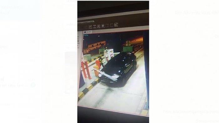 Terekam CCTV, Mobil Pajero Penerobos Pintu Tol Terbanggi Besar Diduga Bawa Pistol Rakitan