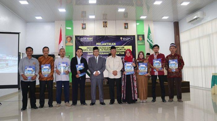 Rektor UM Metro Lantik dan Beri SK Tiga Belas Pejabat Baru