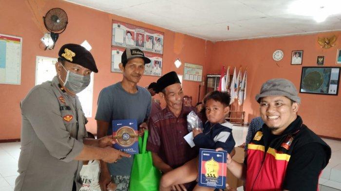 Relawan Peduli Anak Pulau Bagikan Ratusan Alquran di Sebesi Lampung Selatan