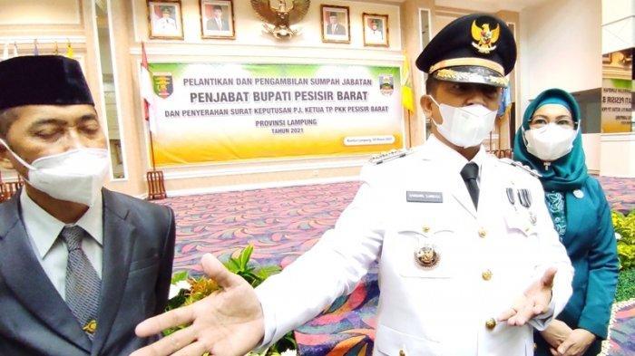 Resmi Jabat Pj Bupati Pesisir Barat, Bambang Sumbogo Akan Fokus Pemulihan Pariwisata