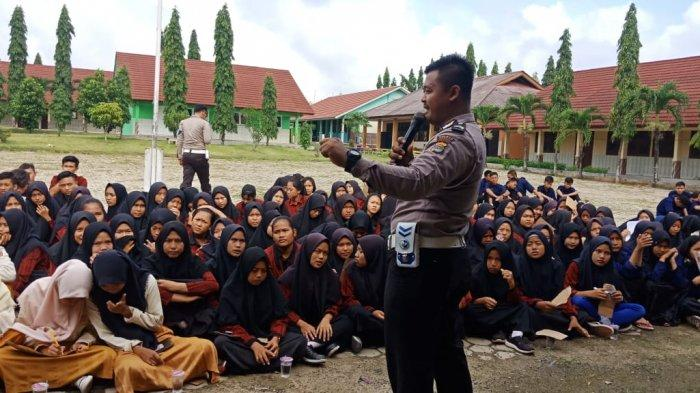 Pelajar SMAN 1 Simpang Pematang Mesuji Diajari Disiplin Berlalu Lintas