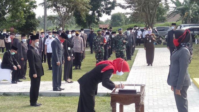 Road to Tribun Lampung Award 2021, Bupati Tulangbawang Winarti: No Rapid No Meeting