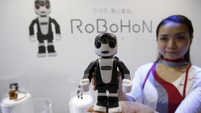 Keren, Smartphone Robot RoBoHon Android Bisa Berbicara dan Bergerak