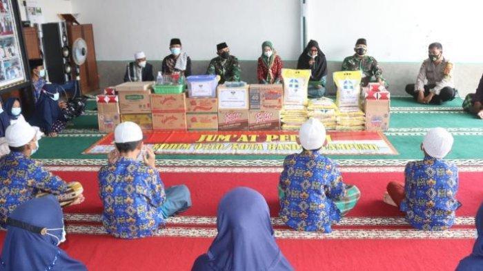 Jumat Peduli TNI, Komandan Kodim 0410/KBL Kunjungi Panti Asuhan Mustika