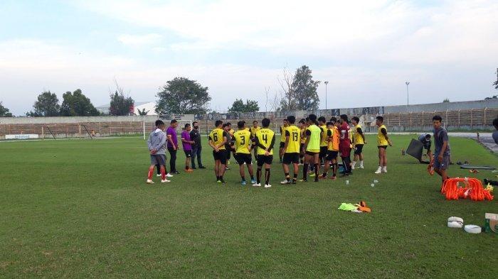 Tim Badak Lampung FC, Pemain Isi Liburan Bantu Keluarga