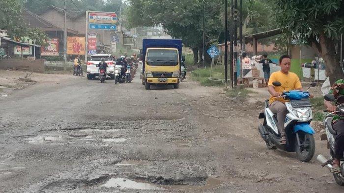 Ruas Jalan Provinsi di Kecamatan Pringsewu Rusak Parah