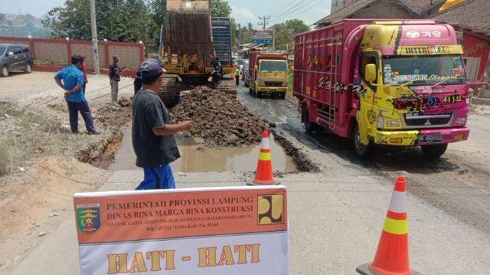 Ruas Jalan Provinsi di Pringsewu Lampung Mulai Diperbaiki