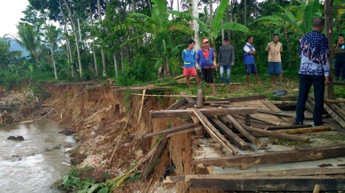Rumah Janda Anak 4 di Pringsewu Tersapu Arus Deras Sungai Way Waya saat Hujan, Begini Kondisinya