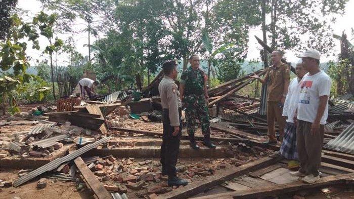 3 Rumah Rusak akibat Terjangan Angin Kencang di Lampung Utara