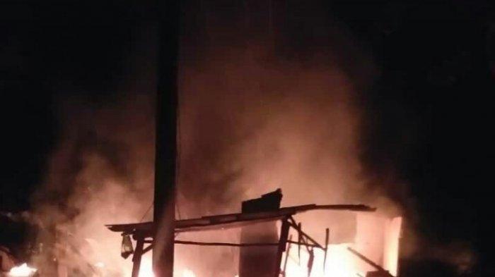 rumah-tersangka-pembacokan-dibakar.jpg