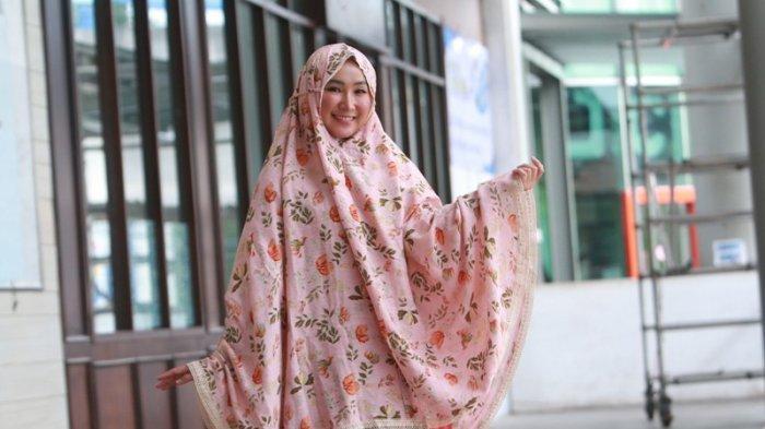 Runner Up 3 Muli Provinsi Lampung 2020 Anggun Selviani Suka Mukena Warna Pastel