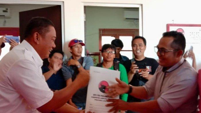Rycko Menoza Ambil Berkas Penjaringan PDI Perjuangan Lampung Selatan