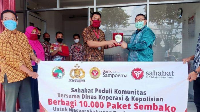 Sahabat Peduli Komunitas Bersama Dinas Koperasi dan Kepolisian Berbagi 10 RIbu Paket Sembako