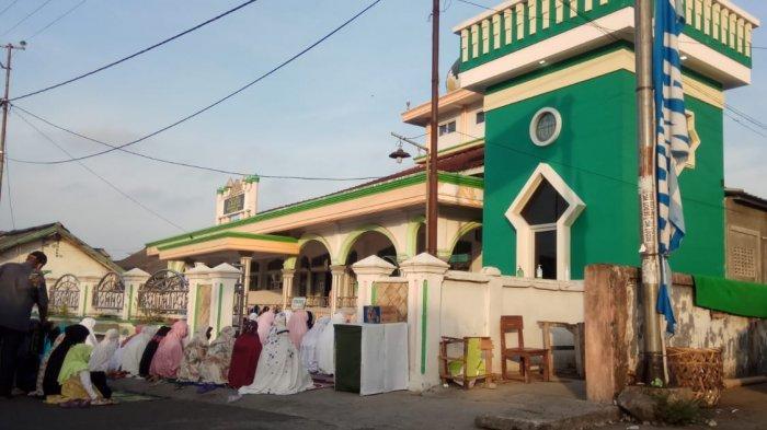 Warga Kota Agung Tanggamus Salat Idul Fitri di Masjid dan Musala