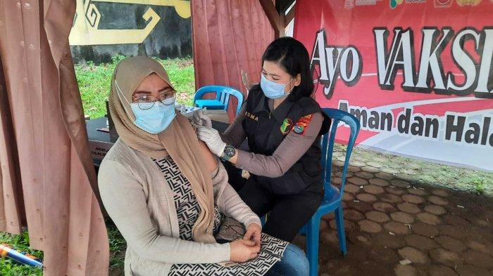 Sambut HUT Bhayangkara Ke-75, Polres Lampung Utara Gelar Vaksinasi Massal
