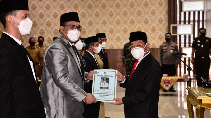 Bupati Mesuji Saply TH melantik enam pejabat pimpinan tinggi pratama di lingkungan Pemerintah Kabupaten Mesuji, Selasa (14/9/2021), di aula kantor Bupati Mesuji.