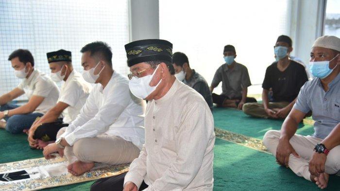 Usai Salat Idul Adha di Rumdis, Bupati Mesuji Lampung Serahkan Sapi Kurban