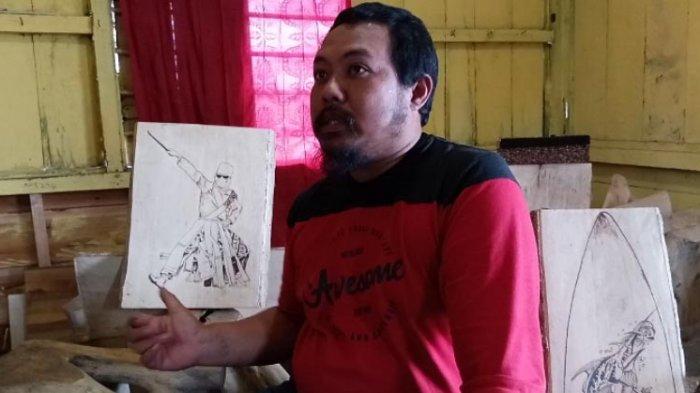 Saputra Jaya Sulap Limbah Kayu Jadi Karya Seni Pirografi