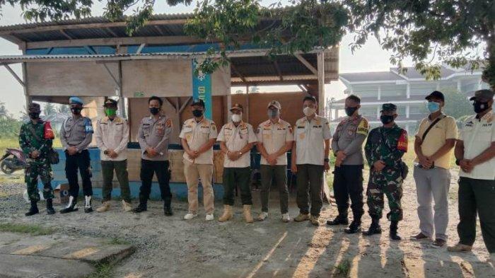 Satgas Covid-19 Pesisir Barat Lampung Bagikan 110 Masker Kepada Warga
