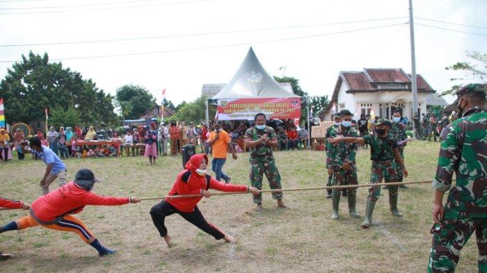 Sepakbola dan Tarik Tambang Jadi Hiburan Satgas TMMD di Tulangbawang Lampung