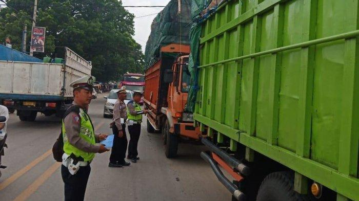 Petugas Satlantas Polres Tulangbawang Tilang 55 Pelanggar di Jalintim Unit 2