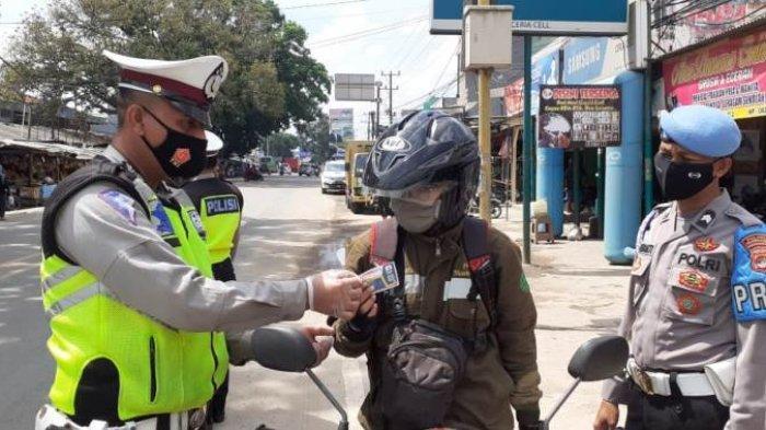 Hari Keempat Operasi Zebra Krakatau 2020, Belasan Pengendara Dapat Reward dari Polres Tulangbawang