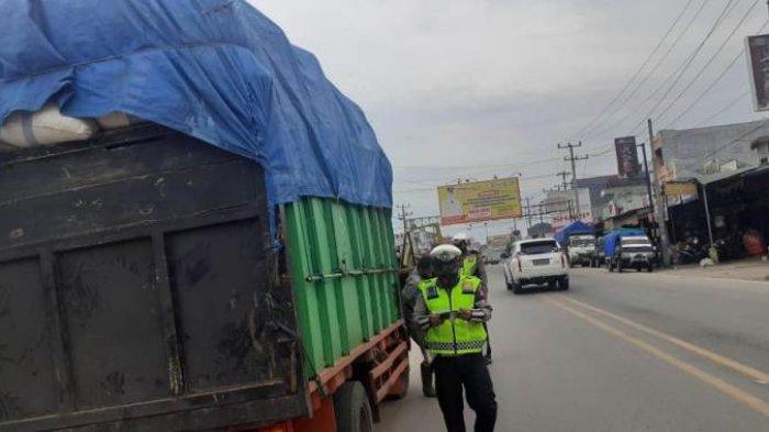 Satlantas Polres Tulangbawang Tindak Kendaraan ODOL, 4 Truk Ditilang di Tempat