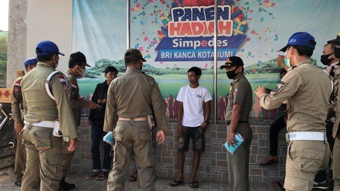 Satpol PP Lampung Utara Sosialisasi Bahaya Covid di BRI Kotabumi
