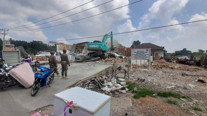 Satpol PP Provinsi Lampung Turunkan 300 Personel dalam Pengosongkan Lahan di Way Huwi