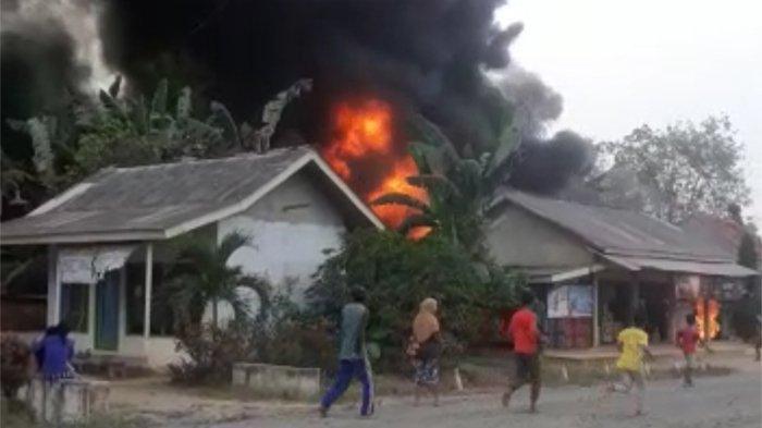 Satu Rumah Warga di MesujiLudes Terbakar Gara-gara Isi Bensin