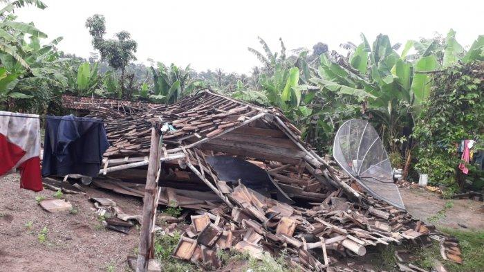 Sebuah Rumah di Lampung Selatan Roboh Tersapu Angin Kencang