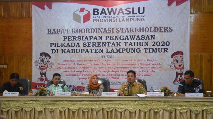Sekdakab Lamtim Jadi Narasumber dalam Rapat Koordinasi Stakeholders Pengawasan Pilkada Serentak 2020
